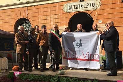 """Albenga, cerimonia bandiera """"Città del Vino"""""""