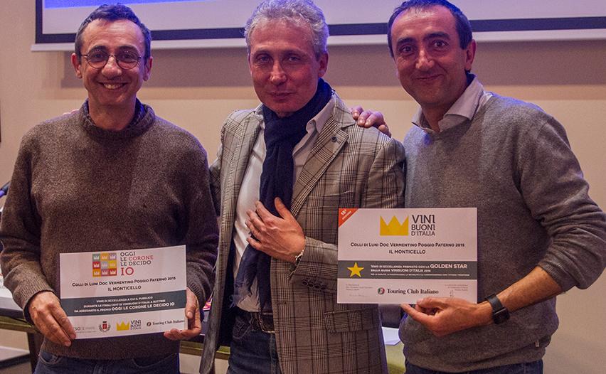"""I fratelli Neri dell'Az.Agricola """"Il Monticello"""" premiati da Daniele Bartolozzi, al centro"""