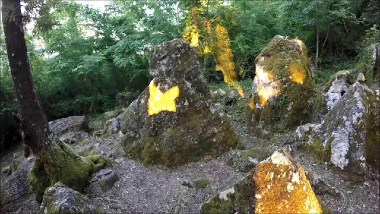 """I menhir del Caprione con il riflesso della """"farfalla dorata"""""""