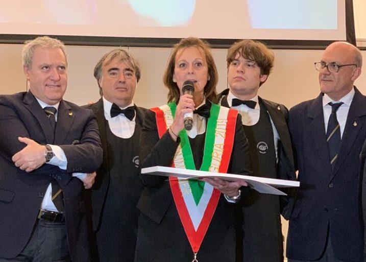 Olga Sofia Schiaffino premiata a Mare & Mosto, sulla destra Antonello Maietta.
