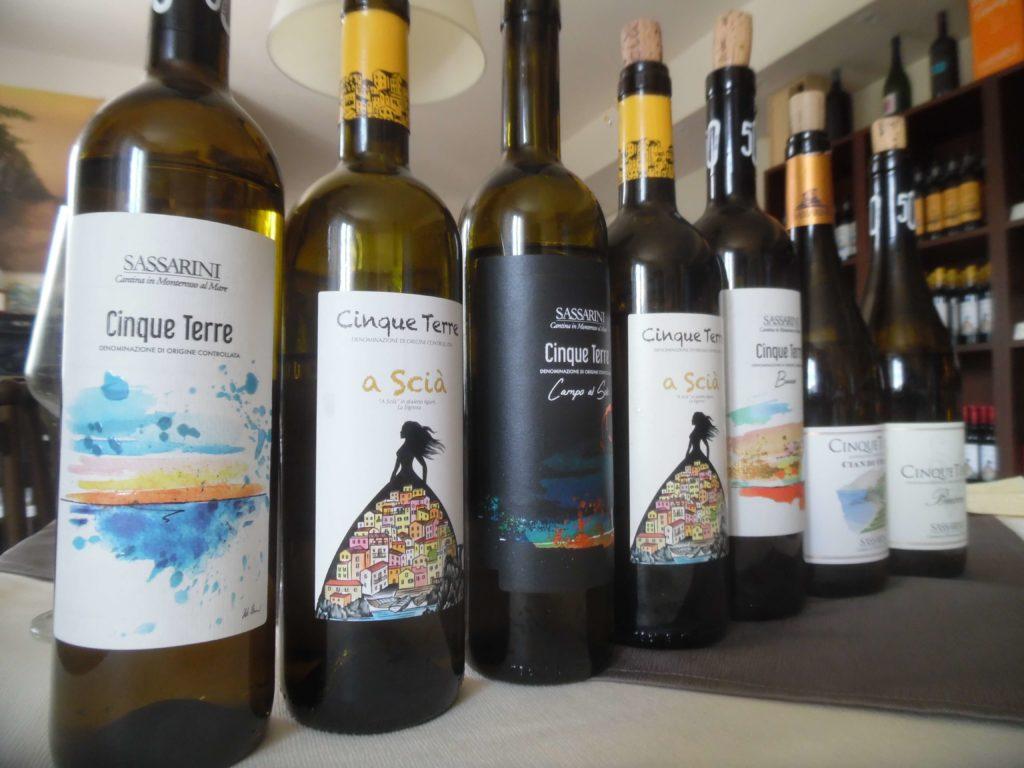 Alcune etichette di Sassarini e A Scià, aziende di Monterosso al Mare - Cinque Terre