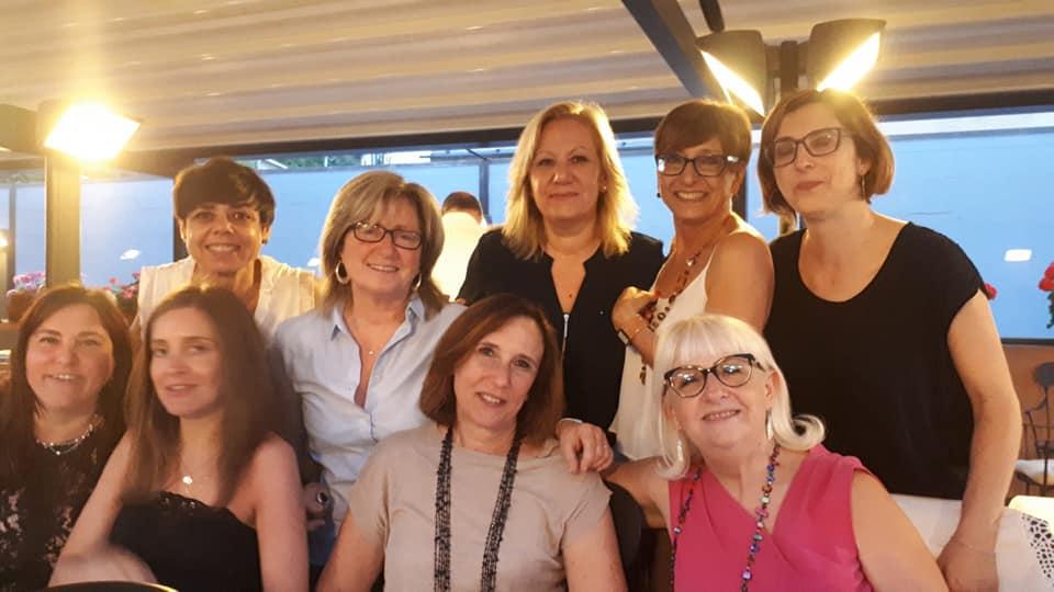 Al centro, vestita di beije, Laura Picardi insieme alle colleghe di AIS Liguria