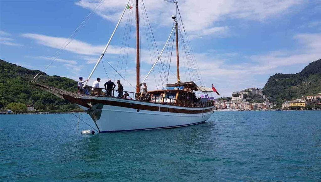 Una delle golette per i tour enoturistici a cura di AYT-yachting tours food&wine