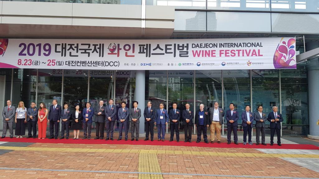 Lo staff della Daejeon International Wine & Spirits - Fair