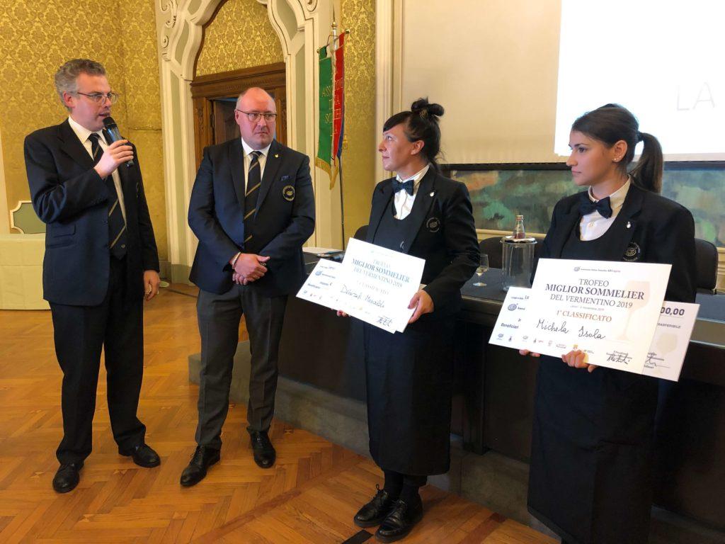 Un momento della premiazione di ieri, 4 novembre 2019, a Villa Marigola